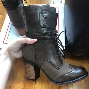 Brand new brown booties, perfect condition